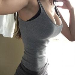 MFC DirtyPillows_ aka Lomeli Wassmer body selfie