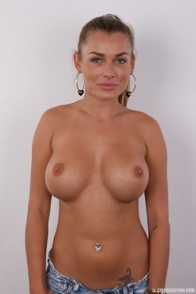 topless Nikola 1437