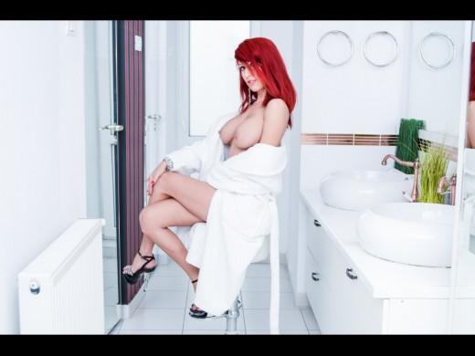 topless redhead Berrenicexx