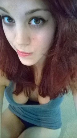 cleavage selfie by 	MFC webcam model MissMolly