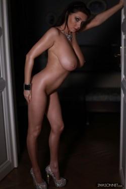 Ewa Sonnet naked in high heels