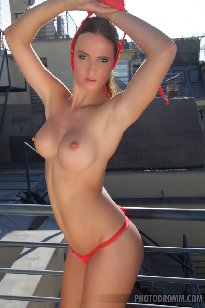 topless Photodromm babe Marion shows her silicone boobs