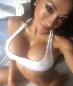 Asian babe CJ Miles shows us some cleavage